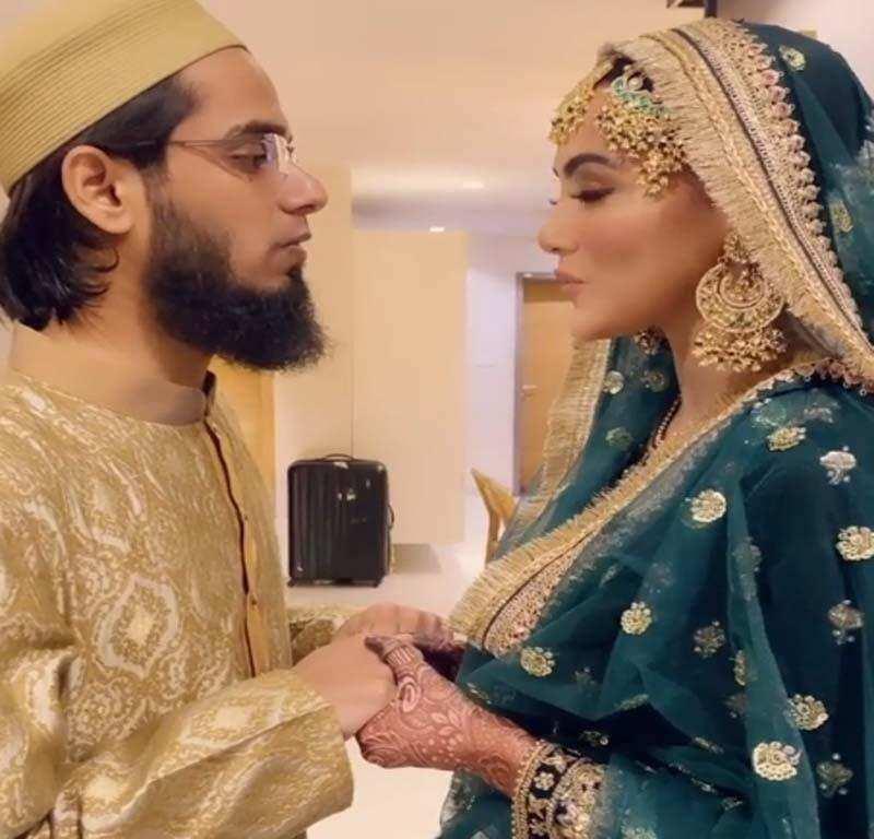 सना खान और अनस सैयद ने उतारी एक दूसरे की नजर, एक्ट्रेस बोलीं- घर से निकलने से पहले हमेशा पति-पत्नी.. देखें VIDEO