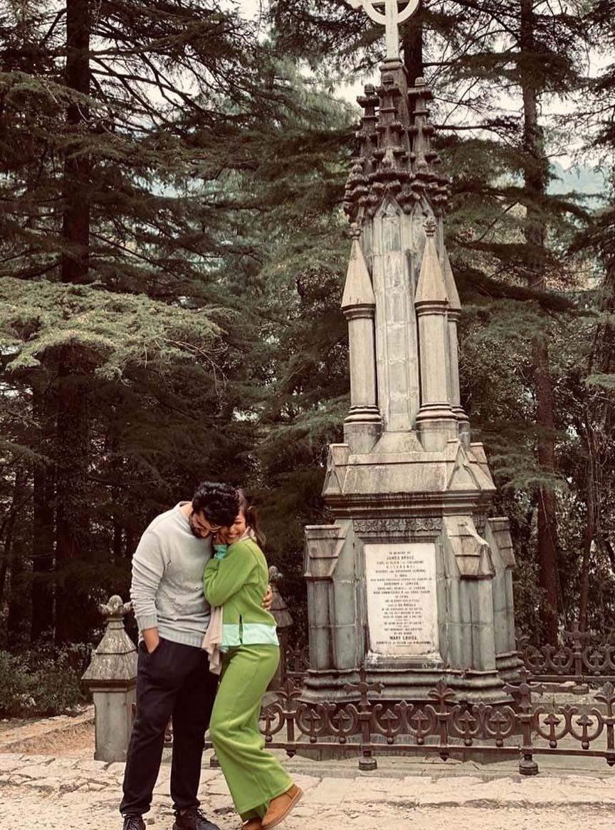 हिमाचल प्रदेश की वादियों में रोमांटिक हुए मलाइका अरोड़ा और अर्जुन कपूर, फोटो हुई वायरल