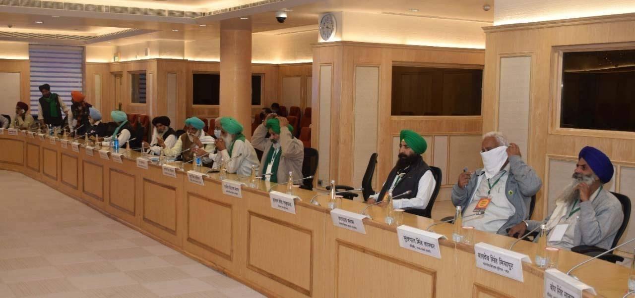 सरकार और किसानों की बातचीत रही बेनतीजा, किसानों ने समिति बनाने के प्रस्ताव को ठुकराया