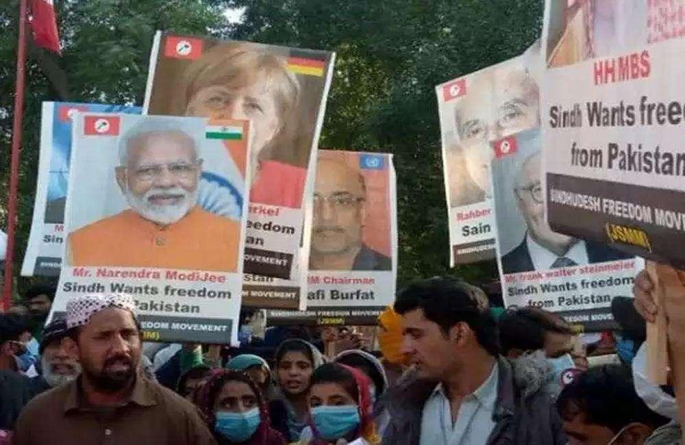 पाकिस्तान में आजादी समर्थक रैली में दिखाए नरेन्द्र मोदी के पोस्टर