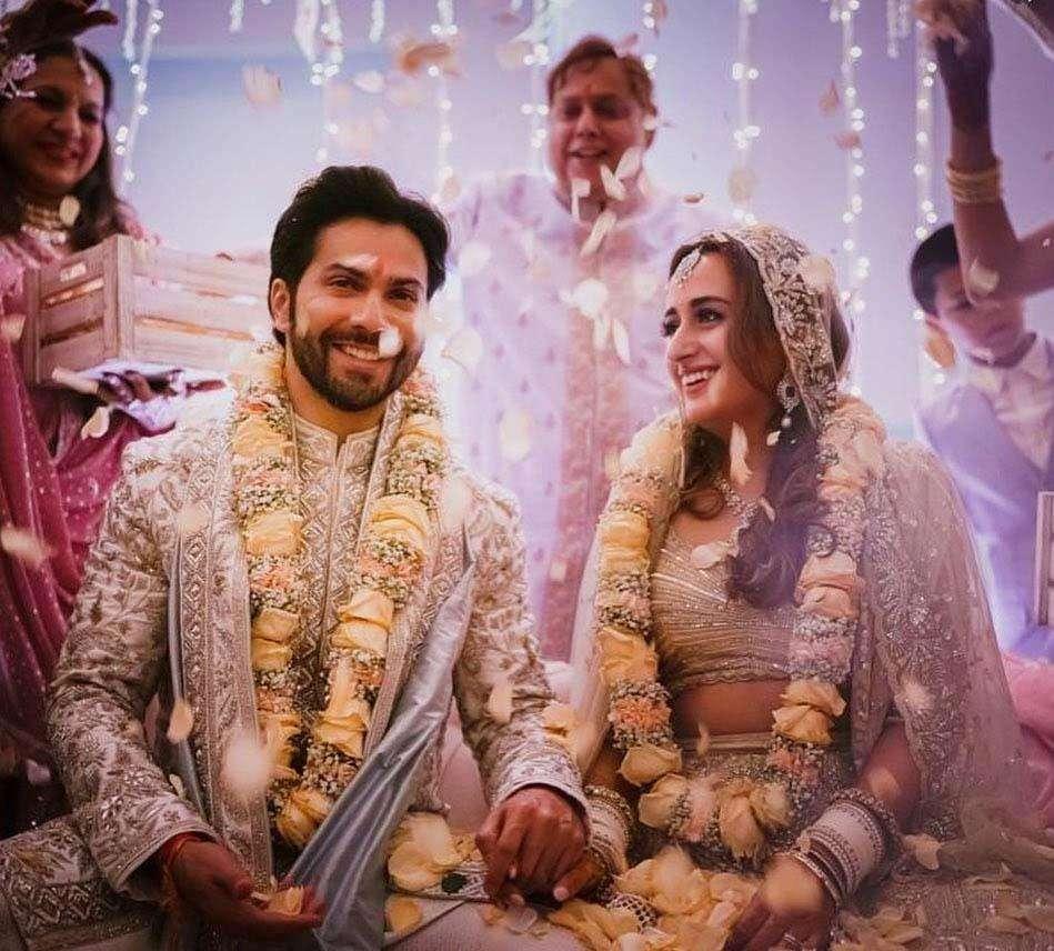 वरुण धवन ने नताशा दलाल के साथ लिए सात फेरे, सामने आई शादी की फोटो और VIDEO