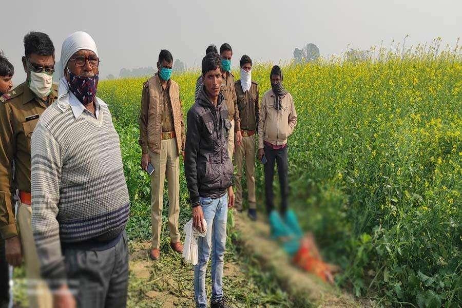 खेत में महिला का शव मिलने से इलाके में फैली सनसनी, जांच में जुटी पुलिस