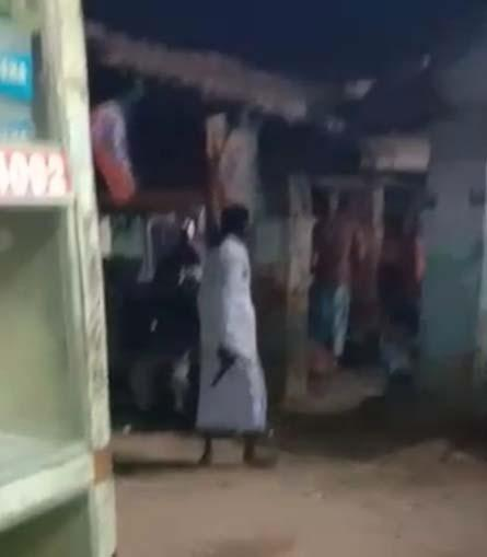 बाजार में बंदूक लहराते हुए भाजपा कार्यकर्ताओं को धमकी, वीडियो वायरल होने के बाद इलाके में मचा हड़कंप