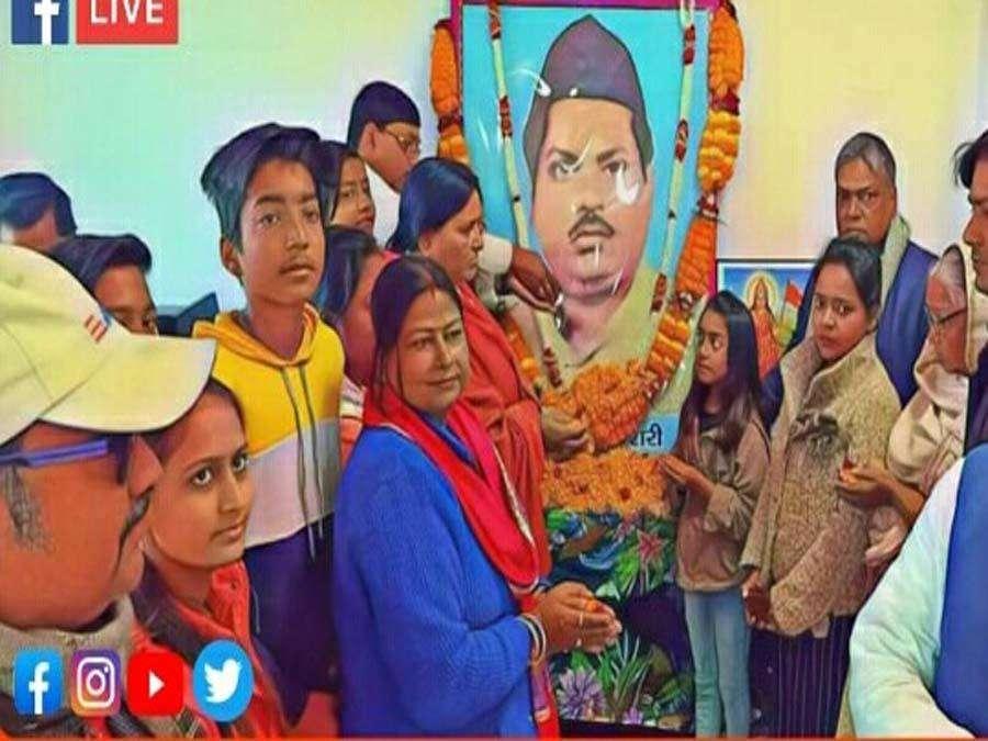 जनसंघ के प्रथम विधायक रहे गौरीशंकर केसरी की पुण्यतिथि पर गरीबों में बांटे गए कपड़े