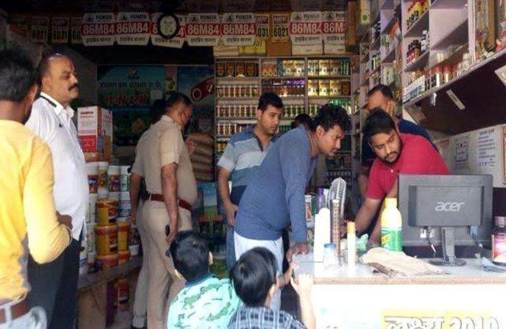 भाजपा नेता की खाद बीज की दुकान में लाखों रूपये की चोरी, CCTV में कैद हुई वारदात