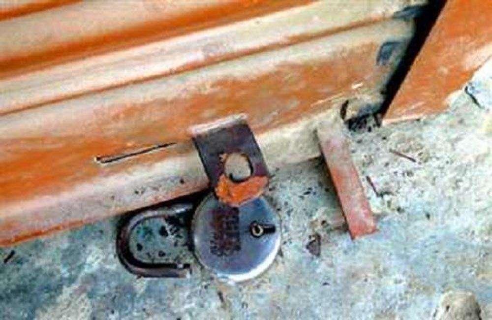 सारण में कपड़ा दुकान का ताला तोड़ कर हजारों की संपत्ति चोरी, लोगों में दहशत