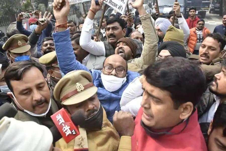 Live Updates/कृषि कानूनों के विरोध में निकले प्रदेश कांग्रेस कमेटी के अध्यक्ष को पुलिस ने गिरफ्तार करके छोड़ा, Congress ने किया ऐसा दावा