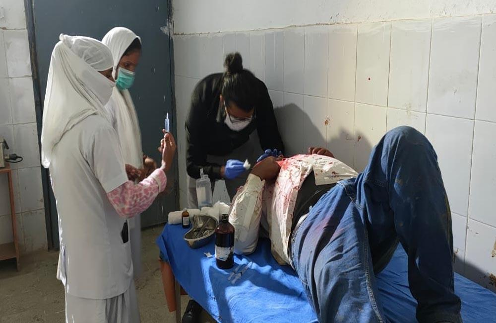 रास्ता विवाद: चचेरे भाईयों के बीच जमकर मारपीट, 7 लोग बुरी तरह घायल, पुरे गांव में तनाव का माहौल