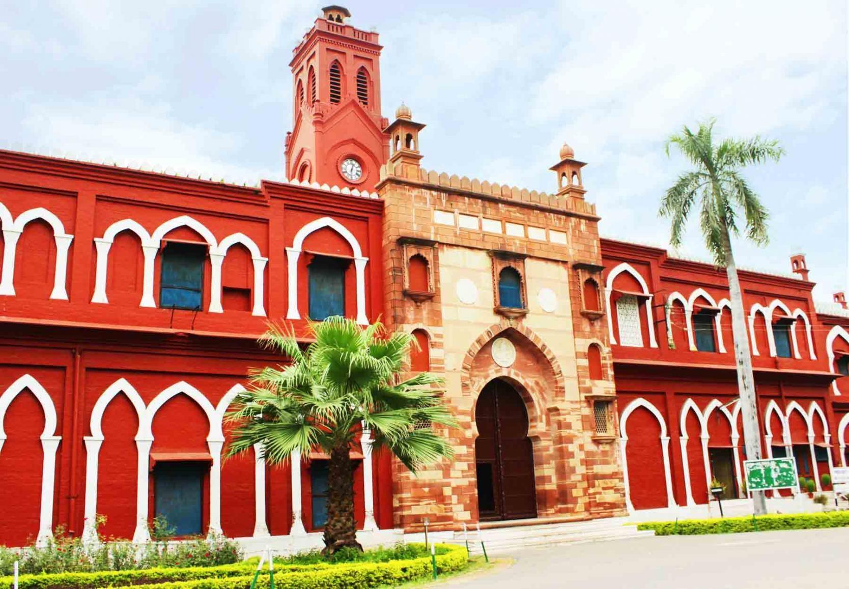 RSS कार्यकर्ता मोहम्मद आमिर ने अलीगढ़ मुस्लिम यूनिवर्सिटी में *शाखा* लगाने की मांगी अनुमति