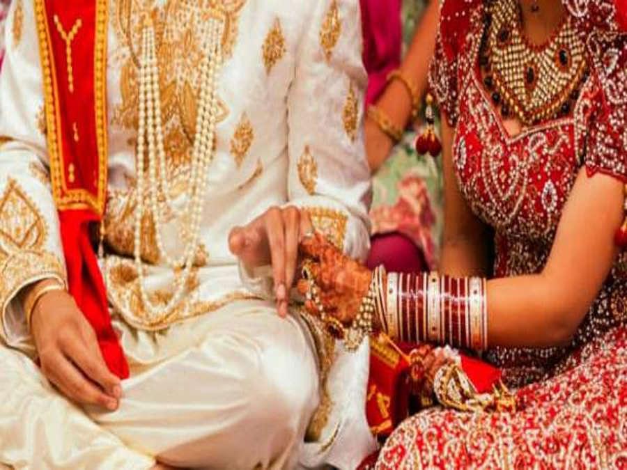 अनोखी शादी: बाराती में आए युवक को दूल्हे की जगह मंडप पर बैठा करा दिया विवाह